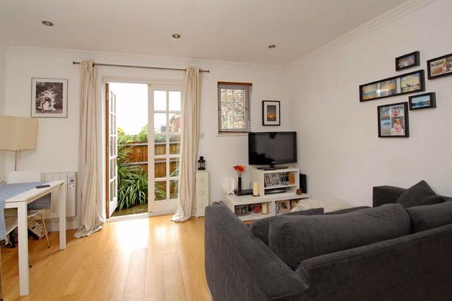 1 bed terraced house to rent in St. Peter's Close, London SW17