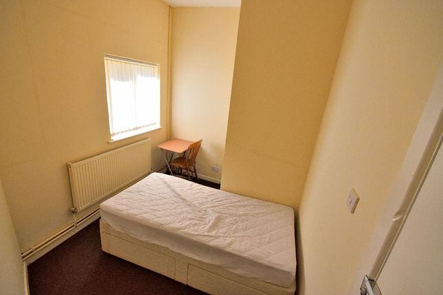 Thumbnail Room to rent in Room 4, Beeches Road, West Bromwich