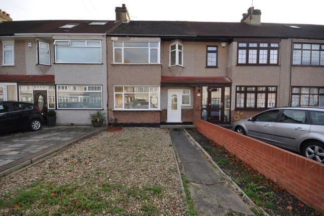 Thumbnail Property to rent in Primrose Glen, Hornchurch