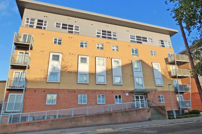 2 bed flat for sale in Station Road, Elstree, Borehamwood