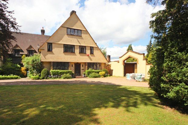 Thumbnail Semi-detached house to rent in Old Avenue, Weybridge