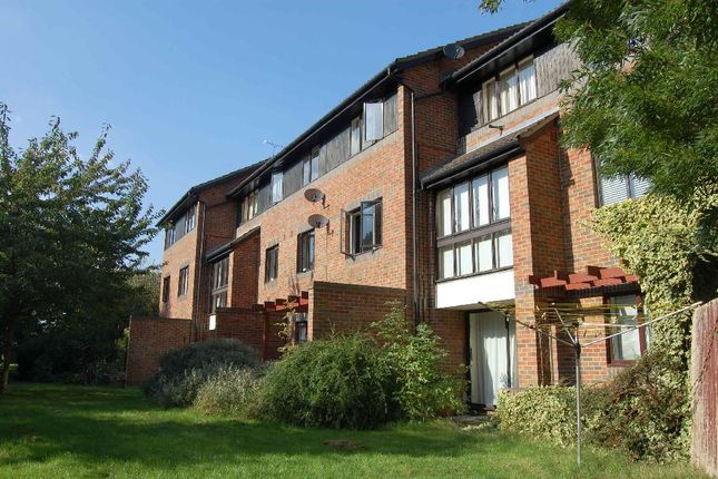 2 bed flat to rent in Spenlove Close, Abingdon, Oxfordshire