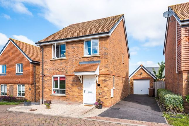 Thumbnail Detached house for sale in Raven Road, Didcot