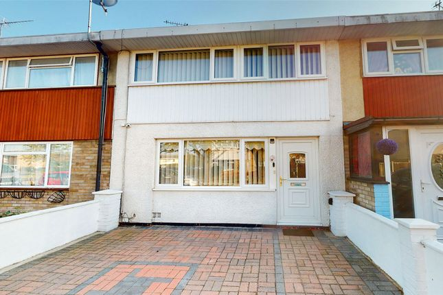 3 bed terraced house to rent in Woolmer Green, Basildon SS15
