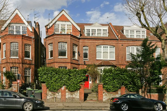 Thumbnail Flat for sale in Queens Avenue, Muswell Hill, London
