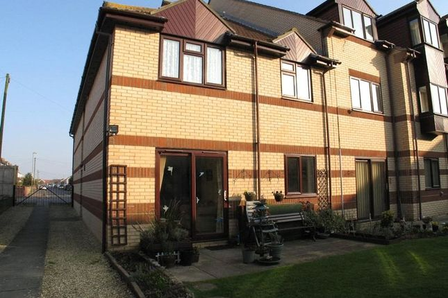 Thumbnail Flat to rent in Elmore Road, Lee-On-The-Solent, Hampshire