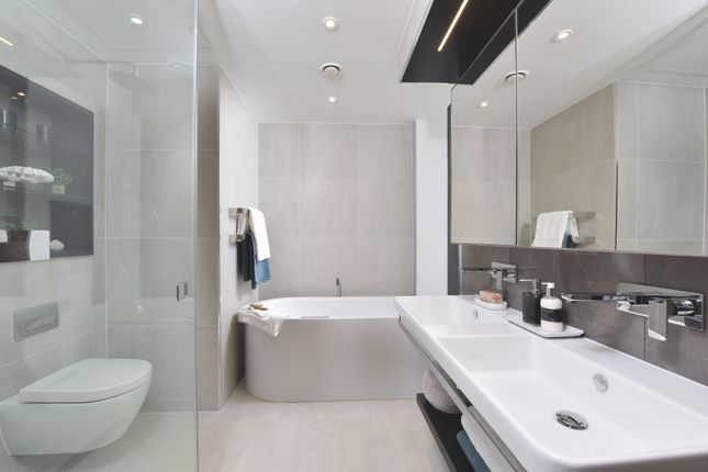 Thumbnail Flat for sale in 4.06, Carrara Tower, City Road, London