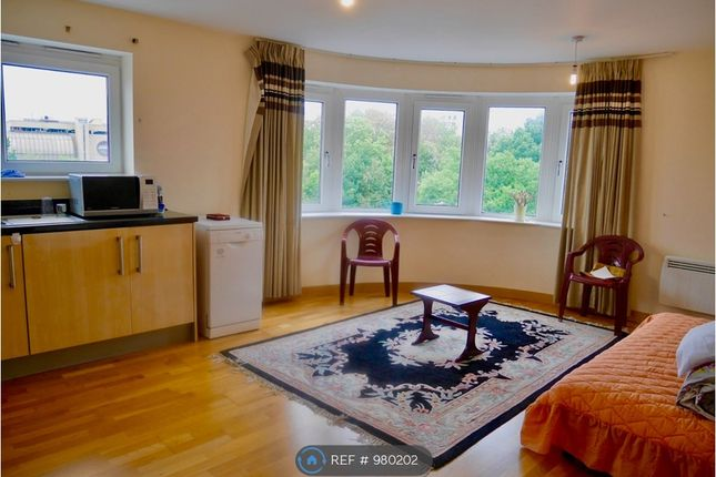 2 bed flat to rent in Cherrydown East, Basildon SS16