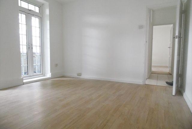 Thumbnail Flat to rent in Pinchin Street, London