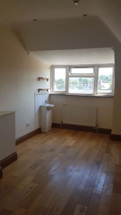 Thumbnail Shared accommodation to rent in Foxley Lane, Purely
