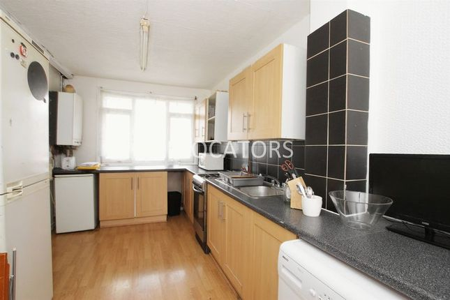 5 bed flat to rent in Roman Road, London