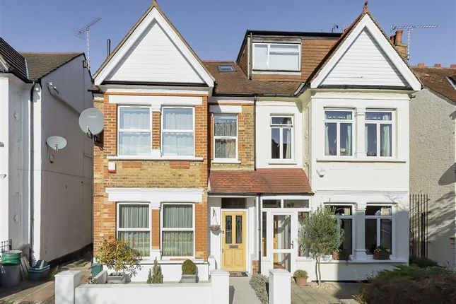 5 bedroom property for sale in Kingsley Avenue, London