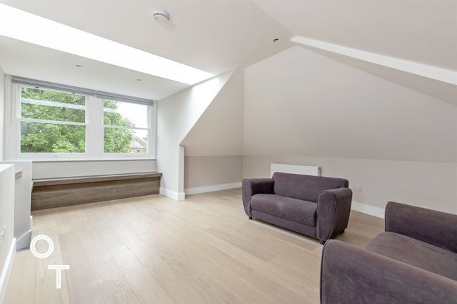Thumbnail Maisonette to rent in Southcote Road, London
