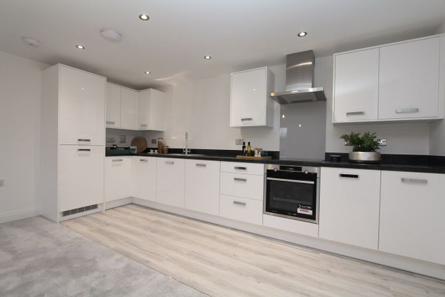 Thumbnail Flat for sale in Shepherds Place, Shefford, Bedfordshire
