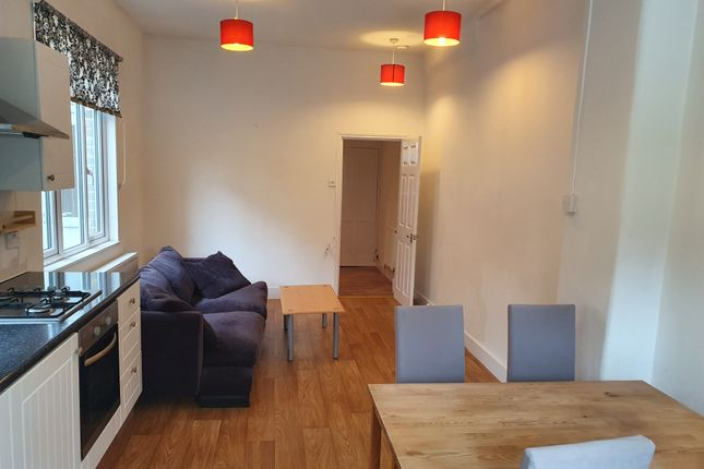 2 bed flat to rent in Ferme Park Road, Crouch End, London N8
