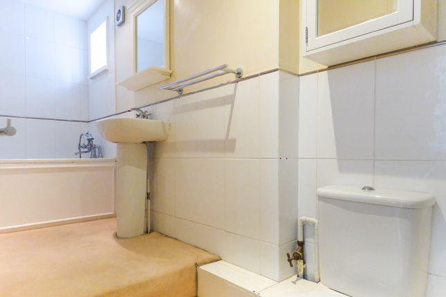 Bathroom of Daniel Street, Bathwick, Bath BA2