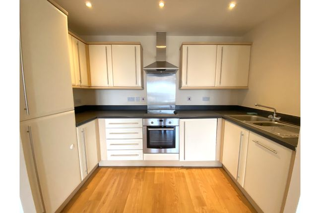 Thumbnail Flat to rent in Grays Place, Slough