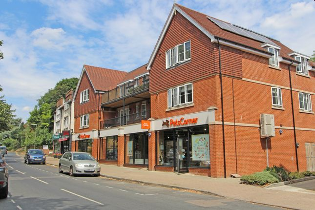 Thumbnail Flat to rent in Waterhouse Lane, Kingswood, Tadworth