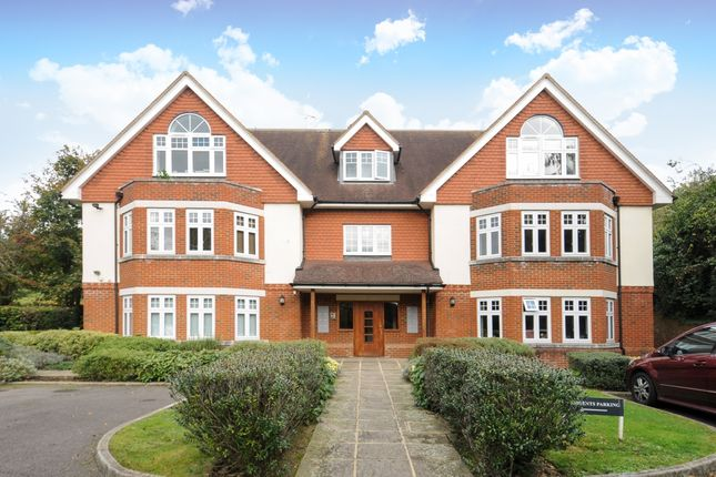 Thumbnail Flat to rent in Park Lane East, Reigate