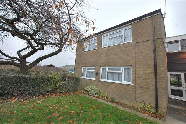Thumbnail Flat to rent in York Road, Stevenage, Herts