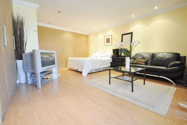 Thumbnail Flat to rent in Studio Apartment - Southall, West London
