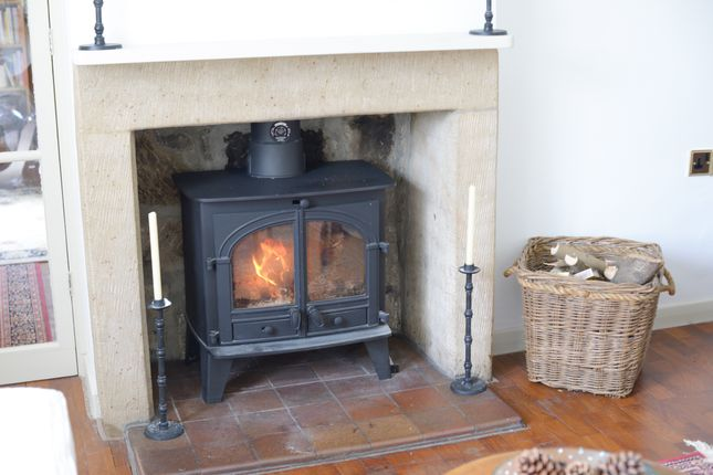 Living Room Fire of Foolow, Eyam, Hope Valley S32