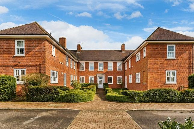 Thumbnail Flat for sale in Cayton Road, Coulsdon