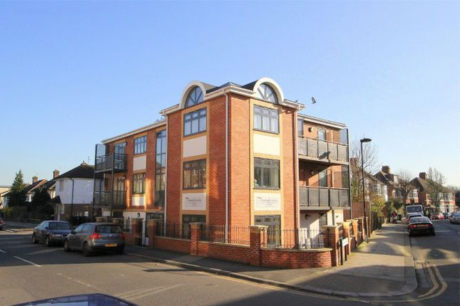 Thumbnail Flat to rent in Elm Park Road, London