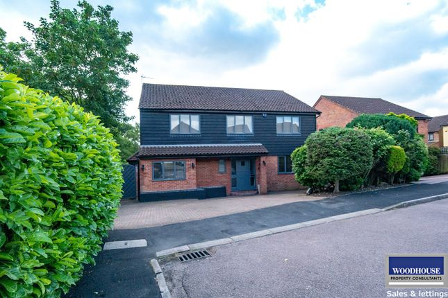 Thumbnail Detached house for sale in Bencroft, Cheshunt, Waltham Cross