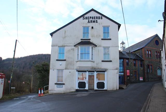 Thumbnail Pub/bar for sale in Fforchaman Road, Cwmaman.Aberdare