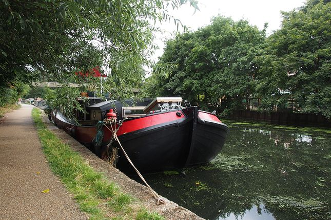 2 bed houseboat for sale in Roydon, London E5 - Zoopla