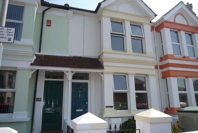 Thumbnail Terraced house to rent in Gordon Road, Broadwater, Worthing
