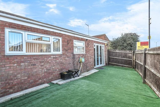 Thumbnail Bungalow to rent in Rochford Gardens, Slough