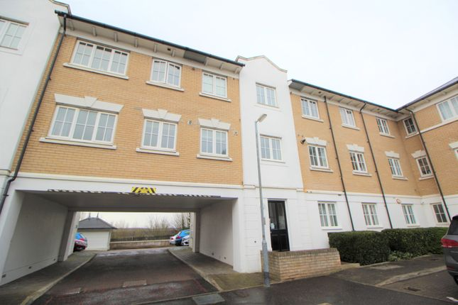 Flat to rent in George Williams Way, Colchester