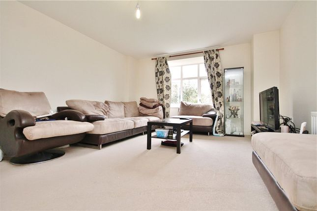 Thumbnail Flat to rent in Chalfont Road, South Norwood, London