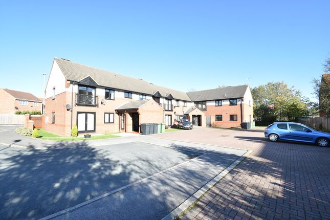 Thumbnail Flat to rent in Cricketers Close, Garforth, Leeds