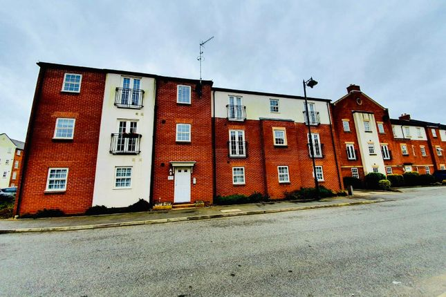 2 bed flat to rent in Horseshoe Crescent, Great Barr, Birmingham B43