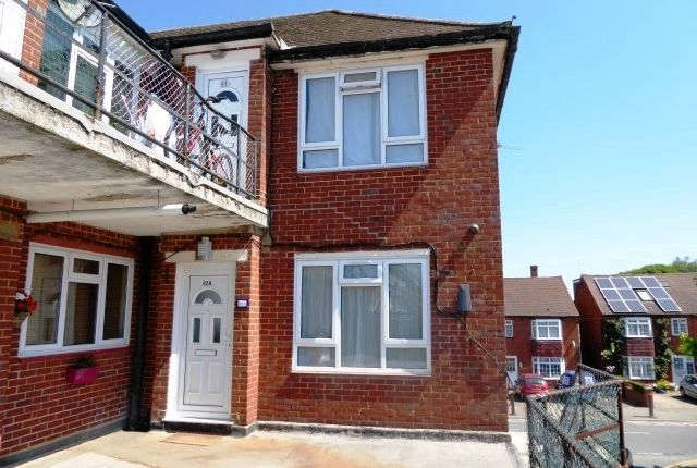 Thumbnail Flat to rent in North Parade, Chessington