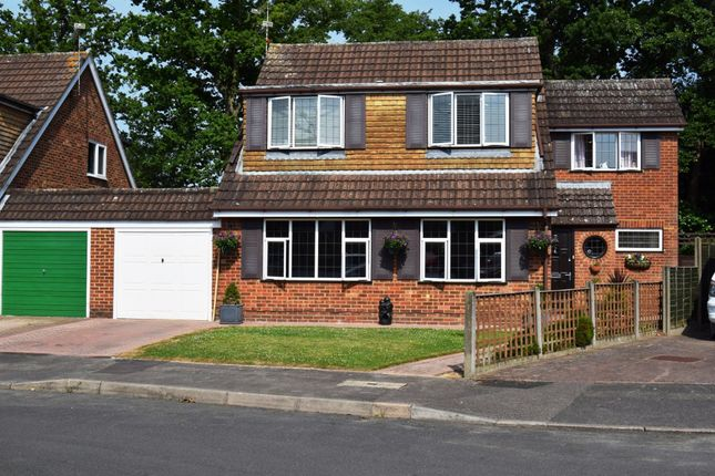 Thumbnail Link-detached house for sale in Holmbrook Gardens, Farnborough