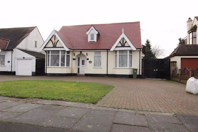 Thumbnail Bungalow to rent in Parkway, Seven Kings, Essex