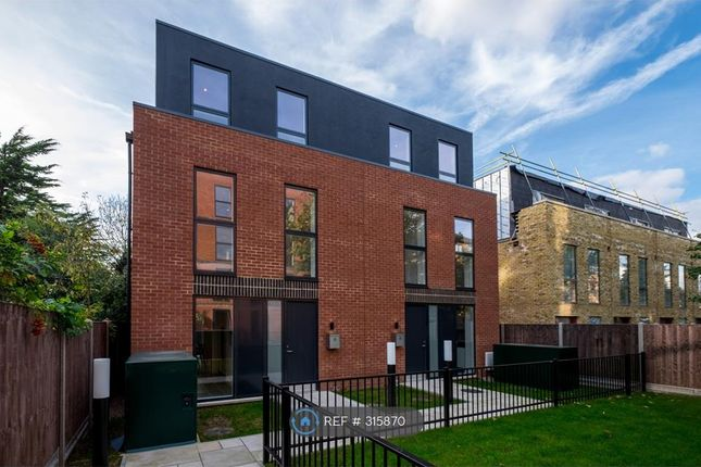 3 bed semi-detached house to rent in Kings Avenue, London