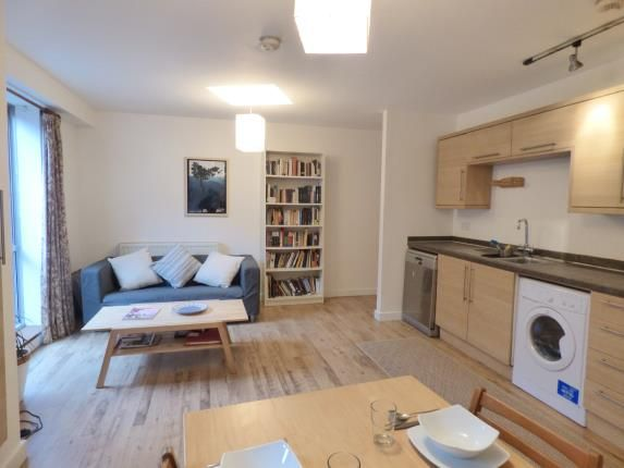 Thumbnail Flat for sale in Gernon Road, London