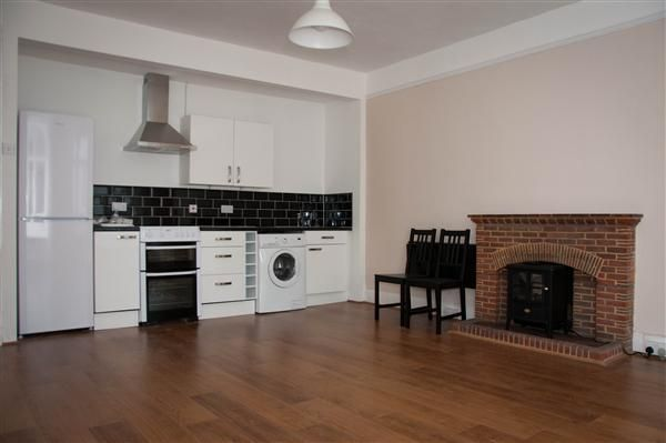 Thumbnail Flat to rent in NP16