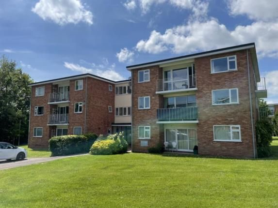 2 bed flat for sale in Wiltshire Close, Taunton, Somerset TA1