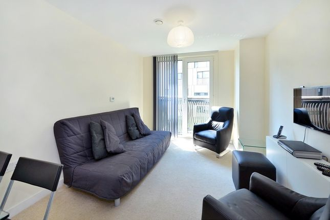 1 bed flat to rent in Gatliff Road, Chelsea