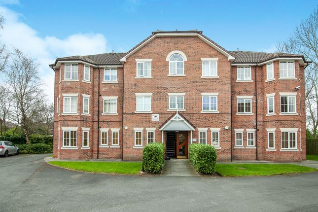 2 bed flat to rent in Chervil Close, Fallowfield, Manchester M14