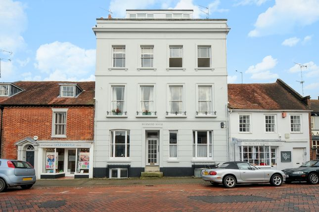 Thumbnail Flat to rent in Westgate, Chichester