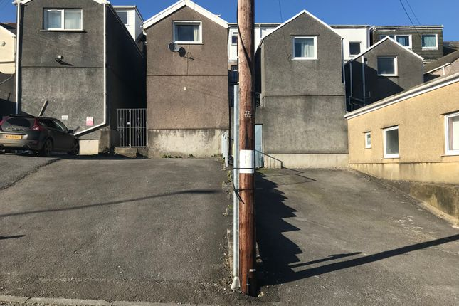 Parking/garage to rent in Northampton Lane, Swansea