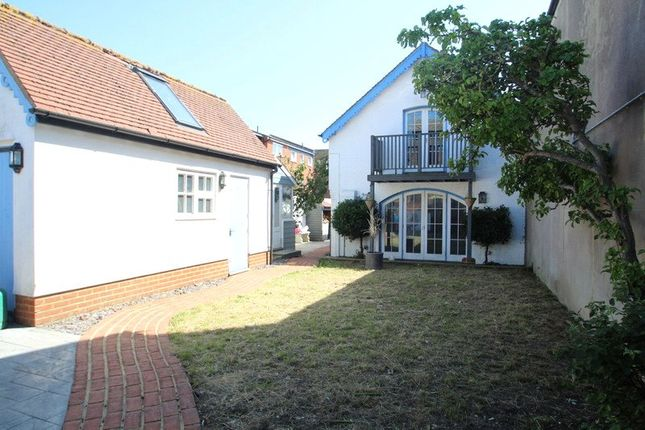 Thumbnail Detached house to rent in New Road, Littlehampton