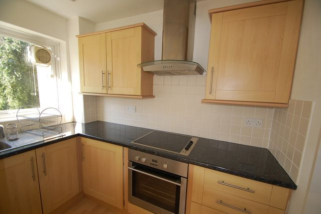 Thumbnail Flat to rent in West Avenue, Worthing